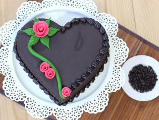 7 Best Heart Shaped Cakes For Valentine's Day