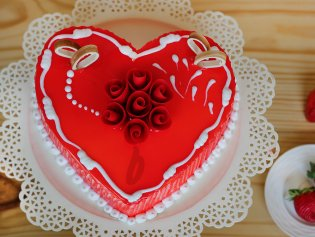 Vanilla Strawberry Cake For Marriage Anniversary