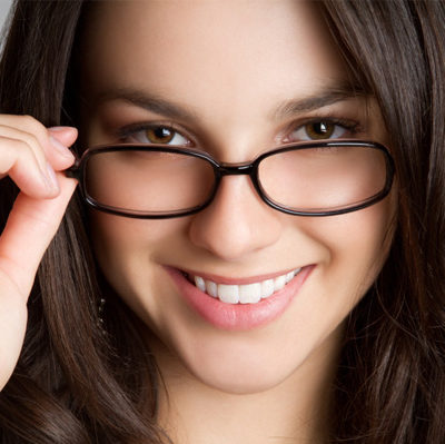 3 Things to Consider When Choosing the Right Eyeglass Frames