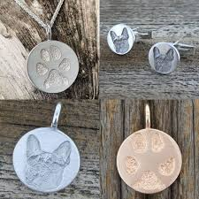 What is memorial jewelry?