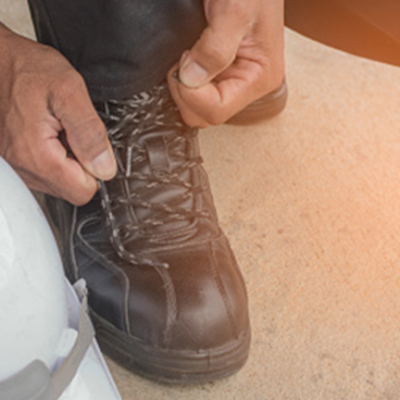 Prevent Foot Injury While on the Job by Wearing Safety Shoes